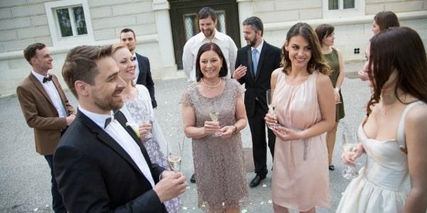 Гости на малка сватба