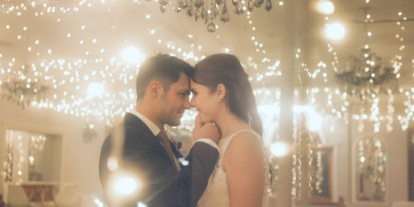 Различни видове осветление за сватбеното тържество